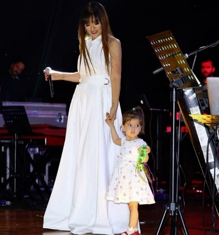 Demet Akalın ve kızı